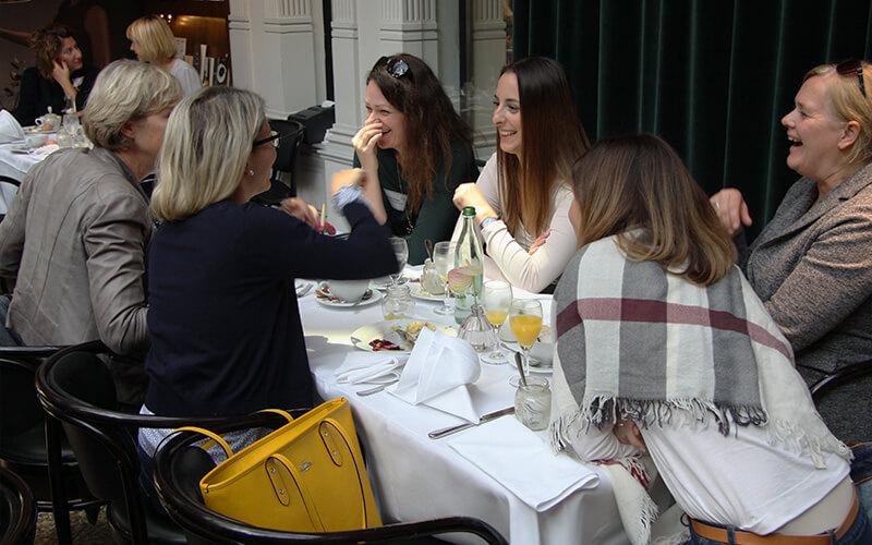 Treffen Female in Retail