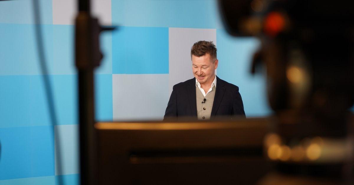 K5 TV Blick auf Sven Rittau über die Kamera