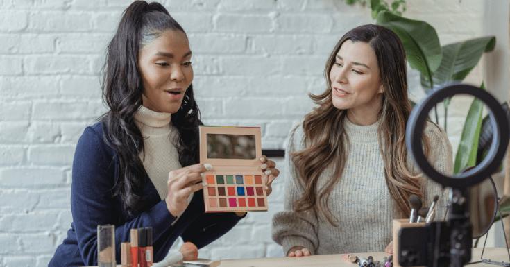 Influencer zeigen Make up